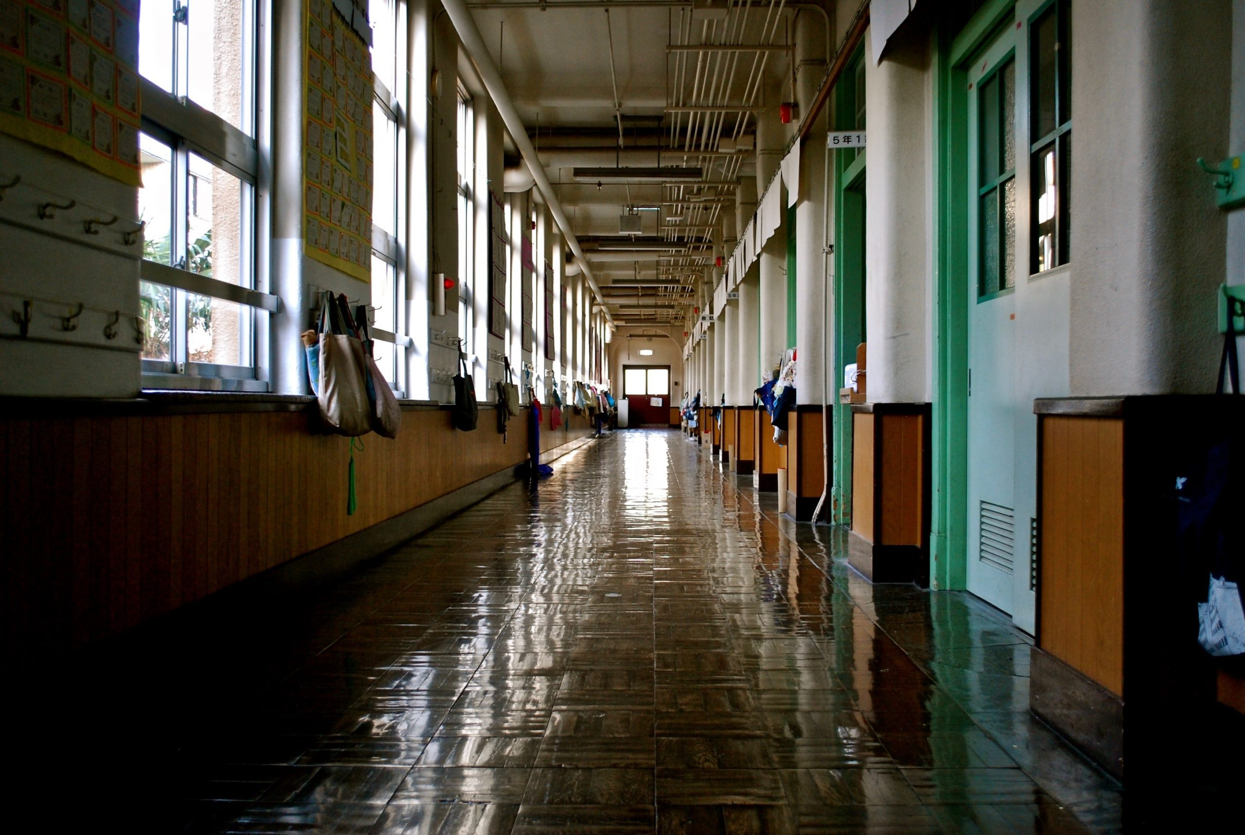 bartending-school-hallway